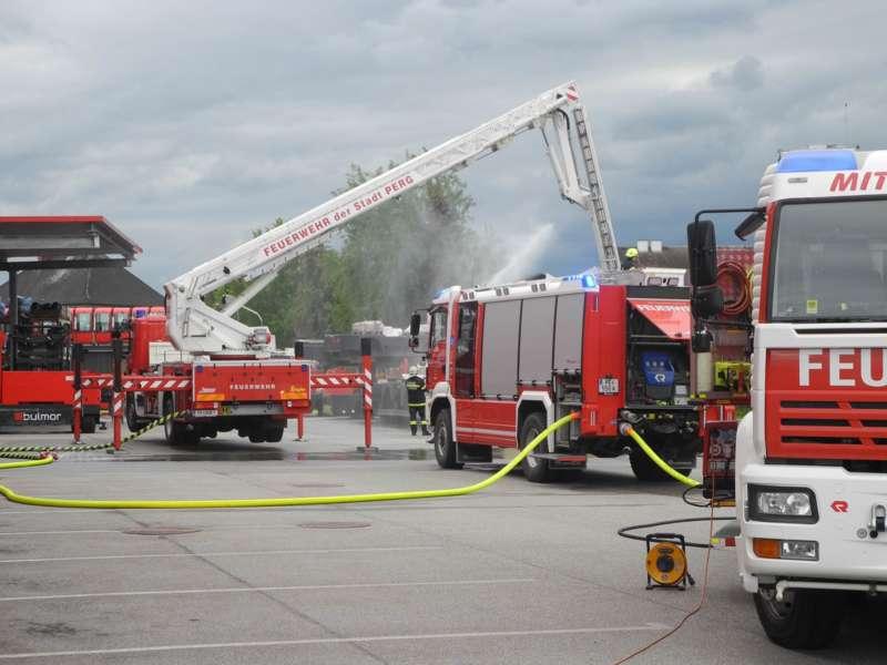 Frühjahrsübung der Freiwilligen Feuerwehr Perg am Gelände der Firma Bulmor - Bild 2