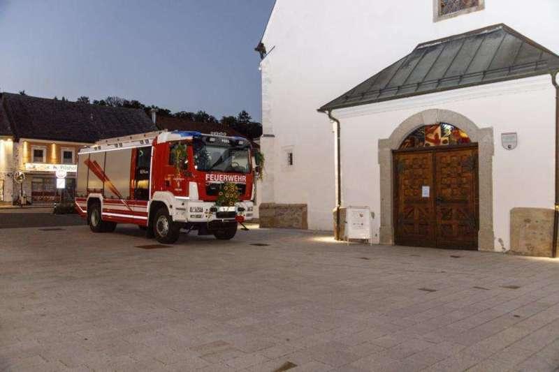 Freiwillige Feuerwehr Perg holte Fahrzeugsegnung nach - Bild 1