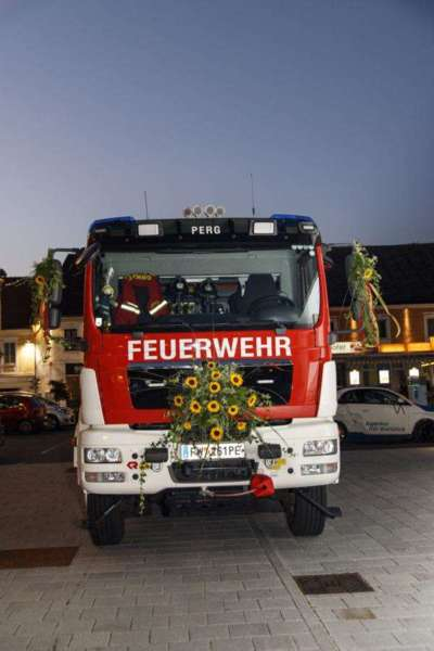 Freiwillige Feuerwehr Perg holte Fahrzeugsegnung nach - Bild 2