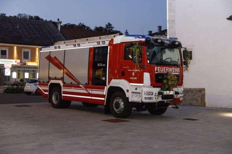 Freiwillige Feuerwehr Perg holte Fahrzeugsegnung nach - Bild 7