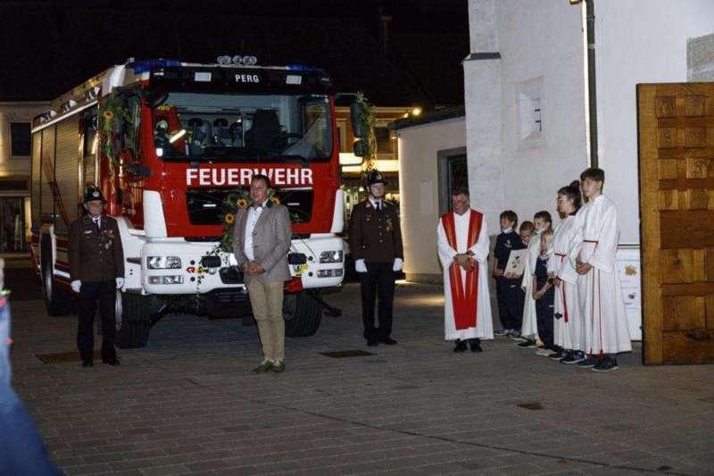 Freiwillige Feuerwehr Perg holte Fahrzeugsegnung nach - Bild 11