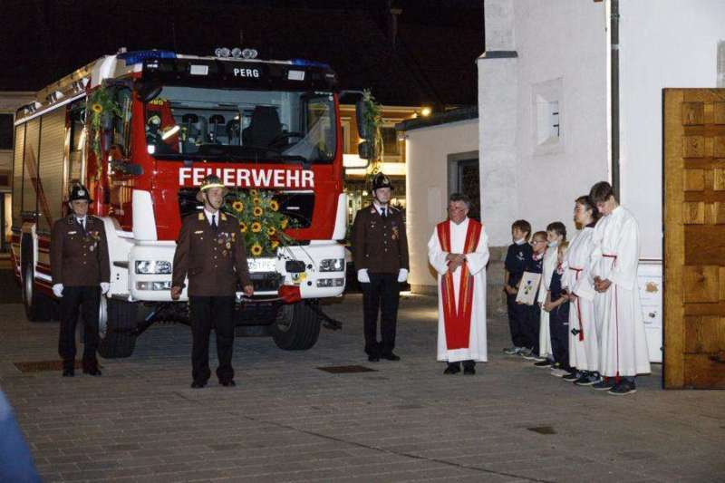 Freiwillige Feuerwehr Perg holte Fahrzeugsegnung nach - Bild 12