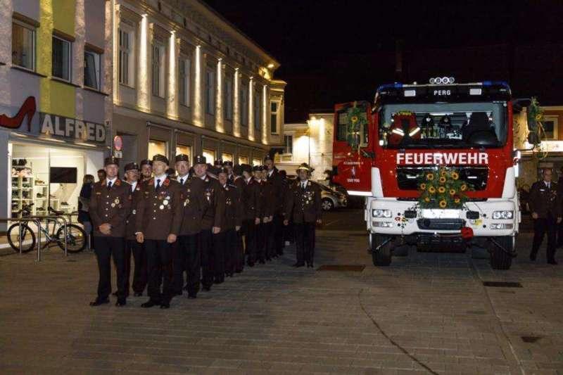 Freiwillige Feuerwehr Perg holte Fahrzeugsegnung nach - Bild 15
