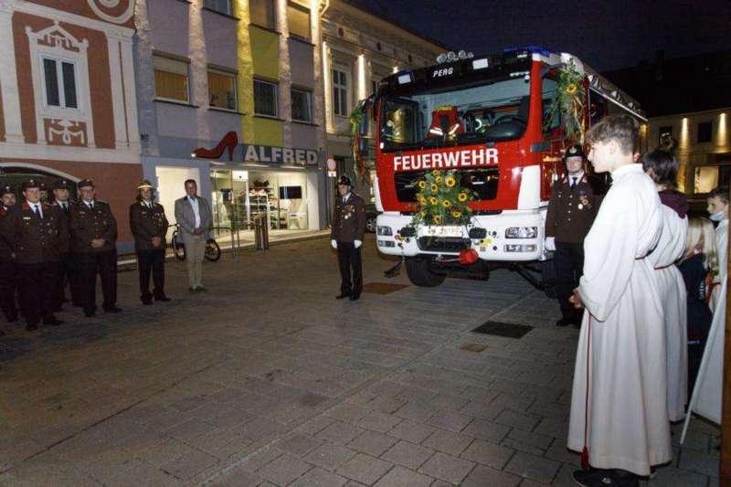 Freiwillige Feuerwehr Perg holte Fahrzeugsegnung nach - Bild 18
