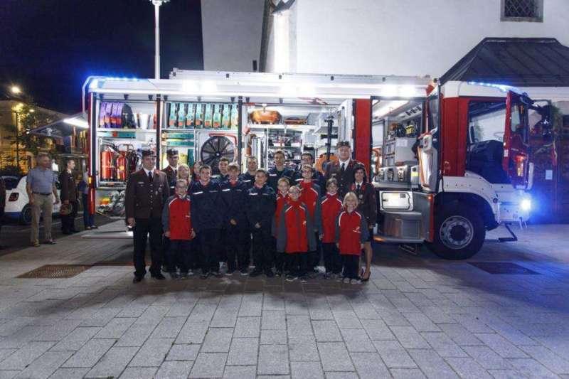 Freiwillige Feuerwehr Perg holte Fahrzeugsegnung nach - Bild 23