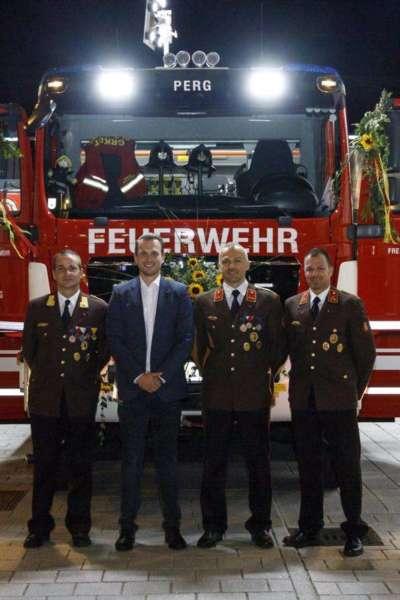 Freiwillige Feuerwehr Perg holte Fahrzeugsegnung nach - Bild 24