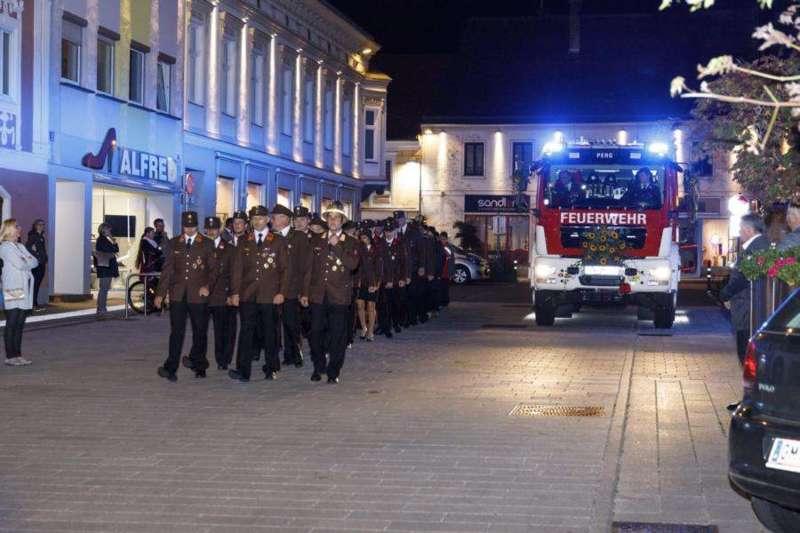 Freiwillige Feuerwehr Perg holte Fahrzeugsegnung nach - Bild 26