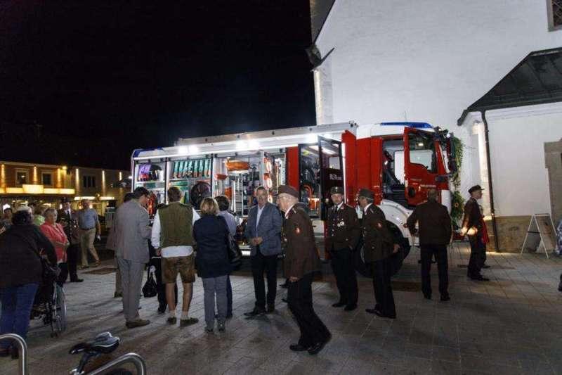 Freiwillige Feuerwehr Perg holte Fahrzeugsegnung nach - Bild 28