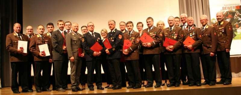 Verdiente Kameraden bei FF-Bezirksversammlung geehrt - Bild 1