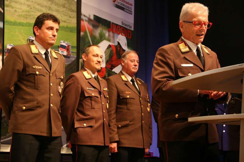 Verdiente Kameraden bei FF-Bezirksversammlung geehrt - Bild 9