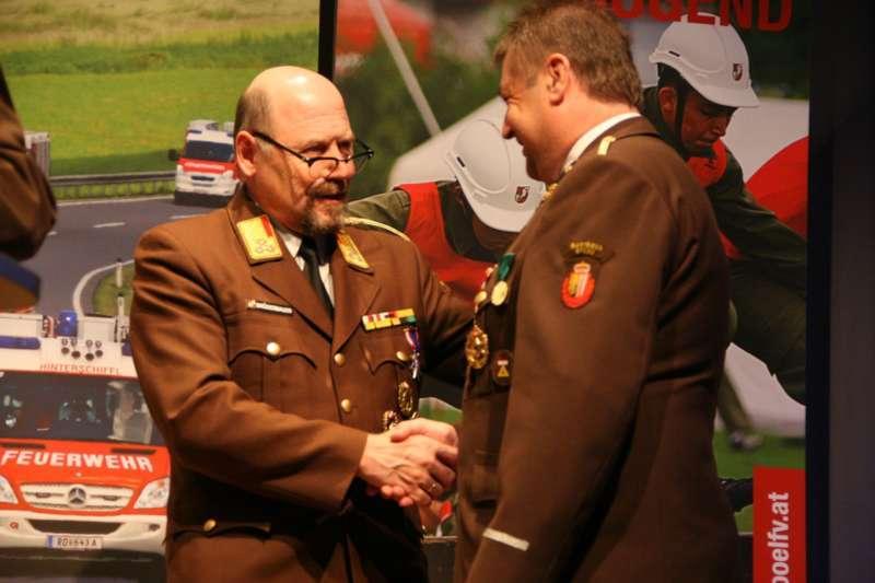 Verdiente Kameraden bei FF-Bezirksversammlung geehrt - Bild 16