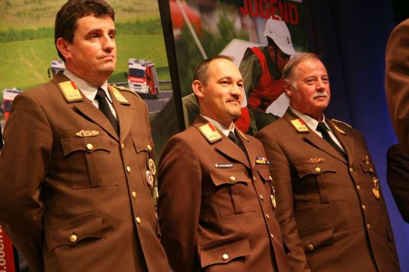 Verdiente Kameraden bei FF-Bezirksversammlung geehrt - Bild 30