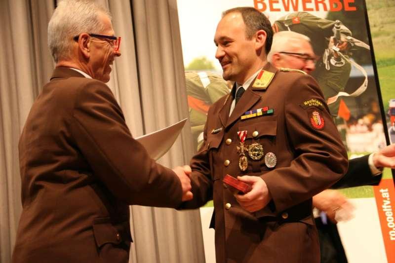 Verdiente Kameraden bei FF-Bezirksversammlung geehrt - Bild 36