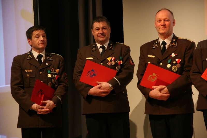 Verdiente Kameraden bei FF-Bezirksversammlung geehrt - Bild 41
