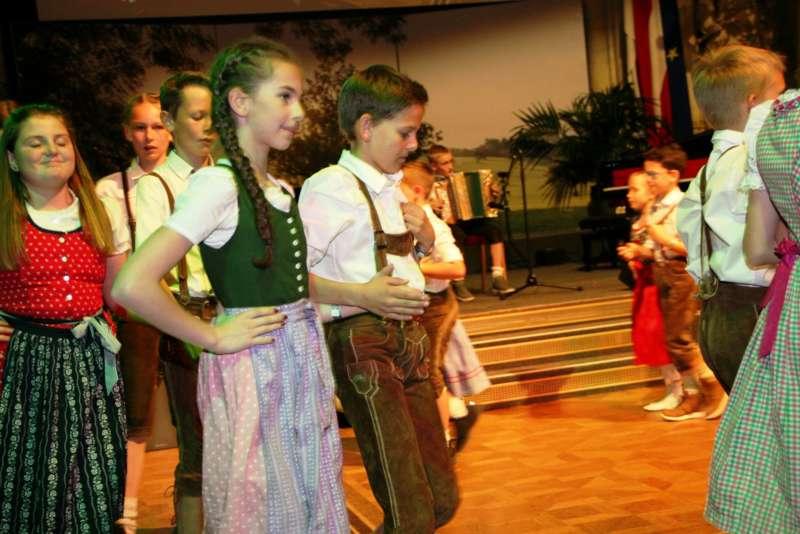 Bezirk Rohrbach präsentierte sich beim Ball der OÖ von seiner musikalischen Seite - Bild 42