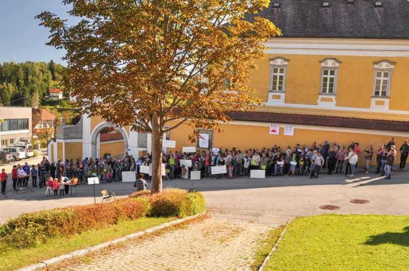 Австрийцы вышли на митинг против депортации семьи из Казахстана 1