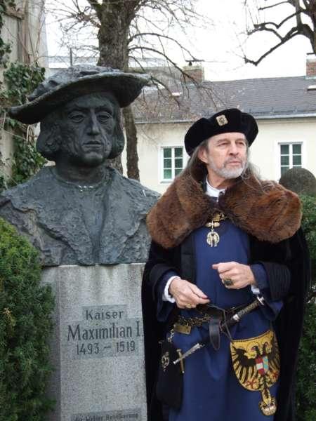 Rundgang durch die Maximilian-Ausstellung - Bild 8