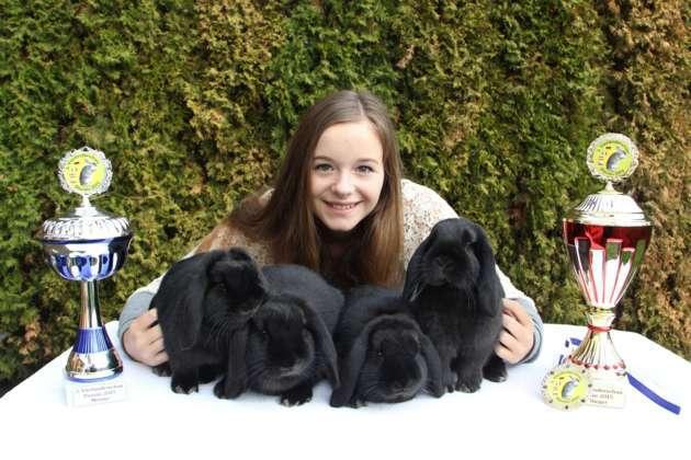 13 j hrige wird gesamtsiegerin bei kaninchenschau. Black Bedroom Furniture Sets. Home Design Ideas