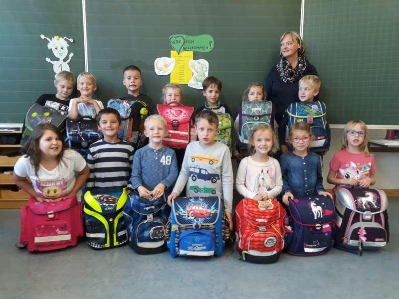 Schulanfänger aus dem Bezirk - Bild 5