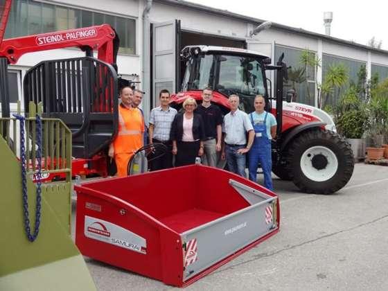 neuer traktor f r stadtgemeinde amstetten. Black Bedroom Furniture Sets. Home Design Ideas