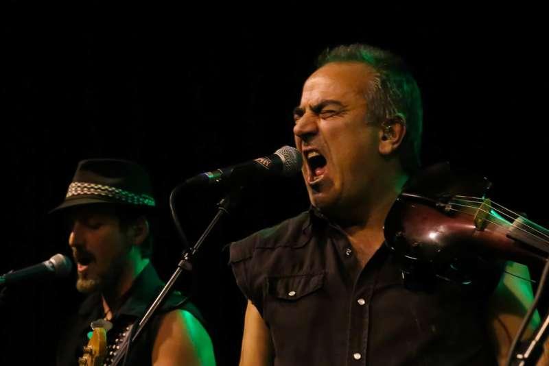 Paddy Murphysorgten für mitreißenden Power-Folk-RockimLokschuppm Klaus - Bild 1