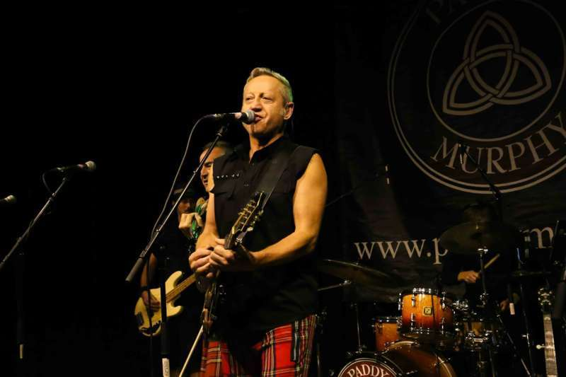 Paddy Murphysorgten für mitreißenden Power-Folk-RockimLokschuppm Klaus - Bild 7