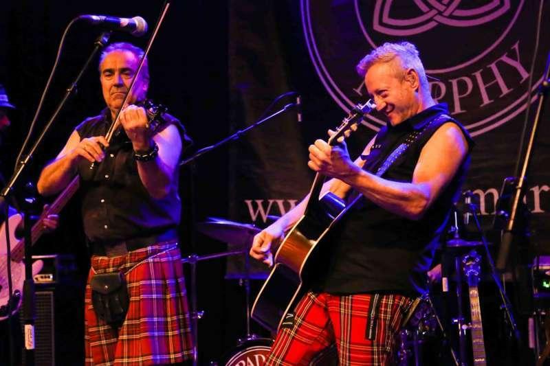 Paddy Murphysorgten für mitreißenden Power-Folk-RockimLokschuppm Klaus - Bild 9