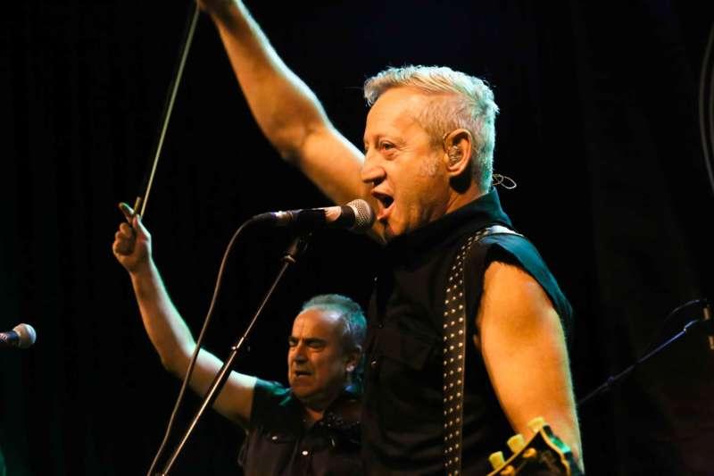 Paddy Murphysorgten für mitreißenden Power-Folk-RockimLokschuppm Klaus - Bild 10