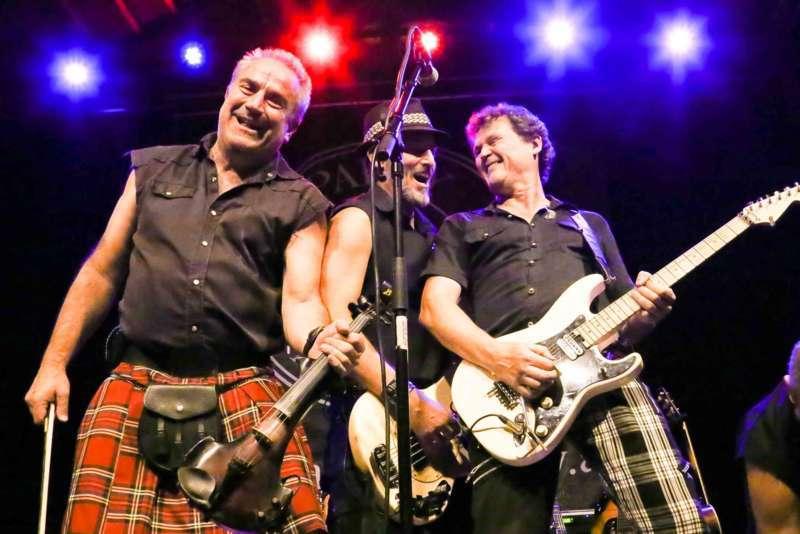 Paddy Murphysorgten für mitreißenden Power-Folk-RockimLokschuppm Klaus - Bild 11