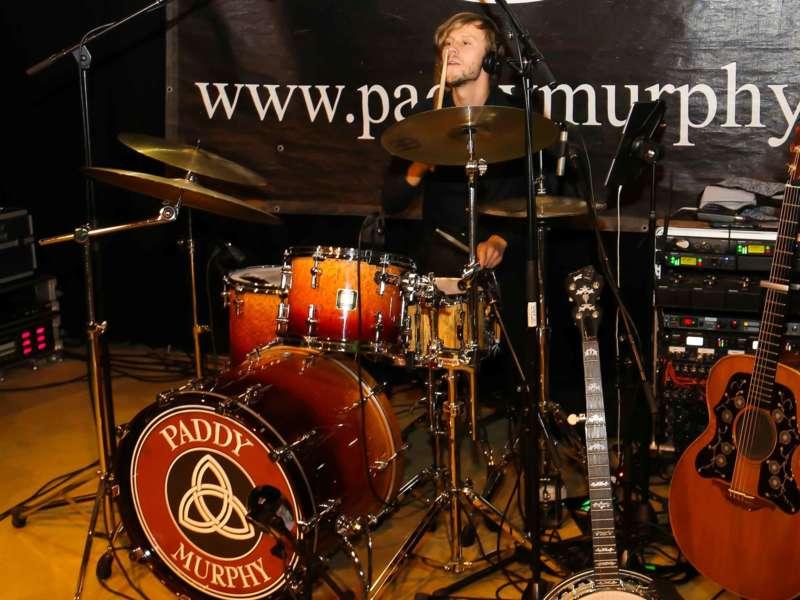 Paddy Murphysorgten für mitreißenden Power-Folk-RockimLokschuppm Klaus - Bild 19