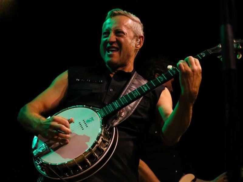 Paddy Murphysorgten für mitreißenden Power-Folk-RockimLokschuppm Klaus - Bild 21