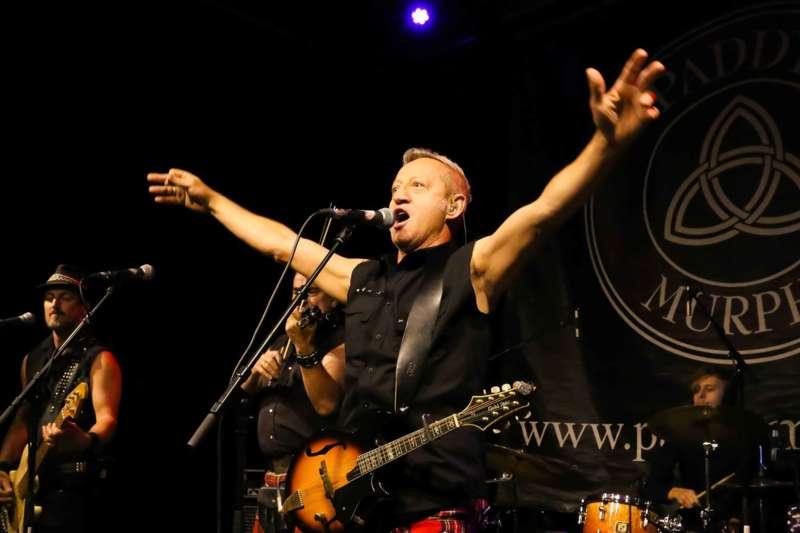 Paddy Murphysorgten für mitreißenden Power-Folk-RockimLokschuppm Klaus - Bild 30