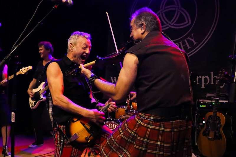 Paddy Murphysorgten für mitreißenden Power-Folk-RockimLokschuppm Klaus - Bild 31