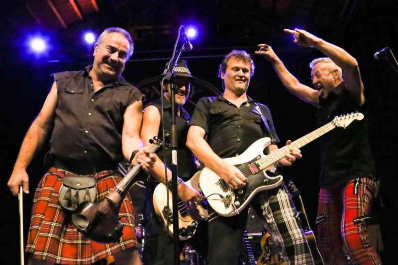 Paddy Murphysorgten für mitreißenden Power-Folk-RockimLokschuppm Klaus - Bild 33