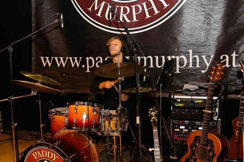 Paddy Murphysorgten für mitreißenden Power-Folk-RockimLokschuppm Klaus - Bild 43