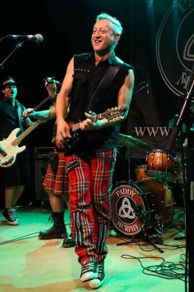 Paddy Murphysorgten für mitreißenden Power-Folk-RockimLokschuppm Klaus - Bild 55