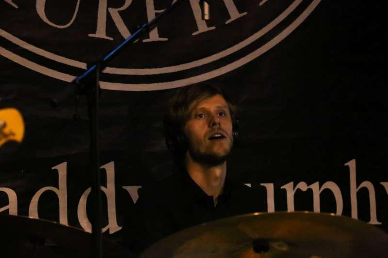 Paddy Murphysorgten für mitreißenden Power-Folk-RockimLokschuppm Klaus - Bild 56