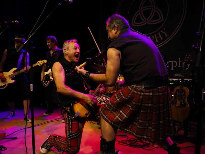 Paddy Murphysorgten für mitreißenden Power-Folk-RockimLokschuppm Klaus - Bild 66