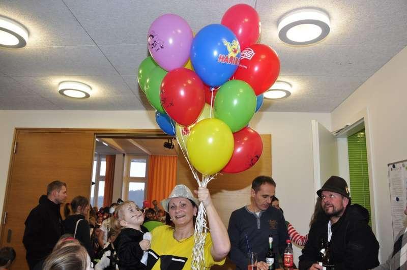 Bunter Kinderfasching in Haibach  - Bild 11
