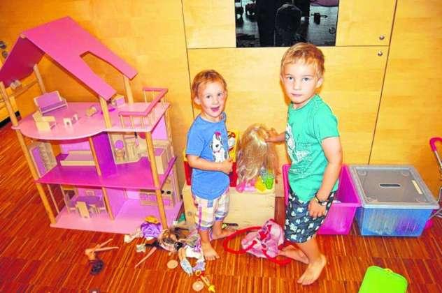 die kinder finden es cool mit mama und papa in die. Black Bedroom Furniture Sets. Home Design Ideas