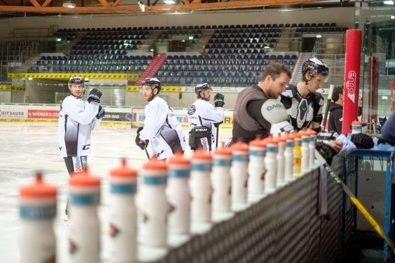 Trainingsalltag der Black Wings Linz - Bild 2