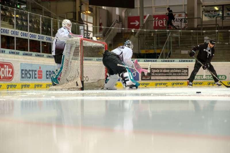 Trainingsalltag der Black Wings Linz - Bild 3