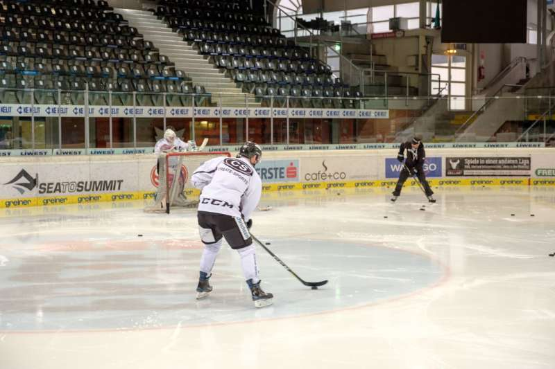 Trainingsalltag der Black Wings Linz - Bild 4