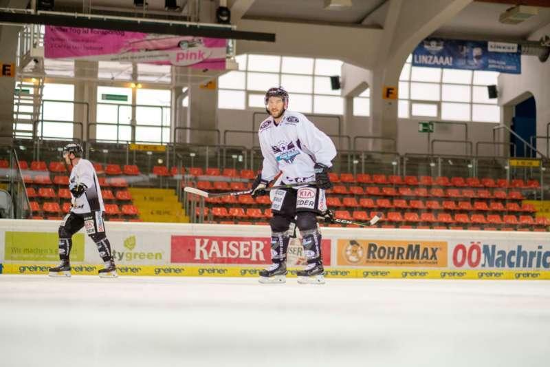 Trainingsalltag der Black Wings Linz - Bild 8