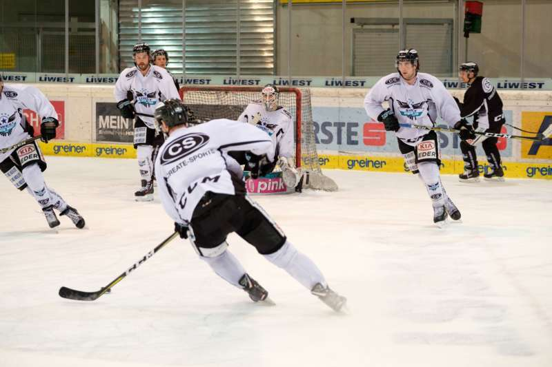 Trainingsalltag der Black Wings Linz - Bild 9