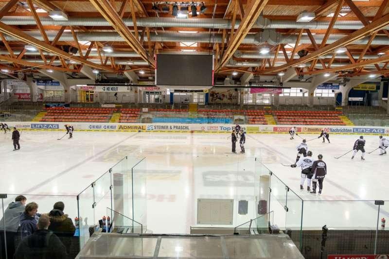 Trainingsalltag der Black Wings Linz - Bild 13