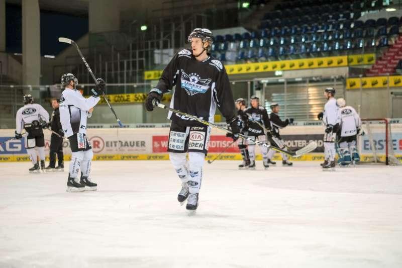 Trainingsalltag der Black Wings Linz - Bild 16