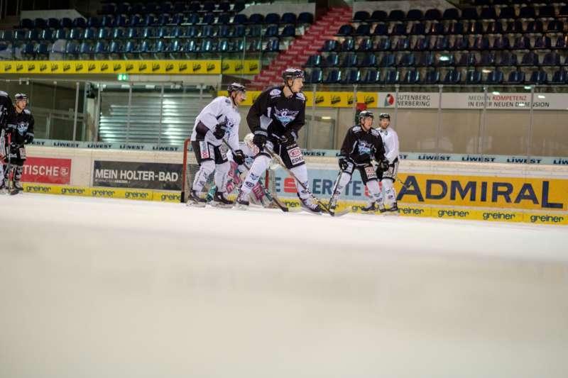 Trainingsalltag der Black Wings Linz - Bild 20