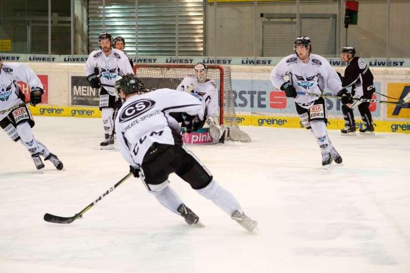 Trainingsalltag der Black Wings Linz - Bild 27