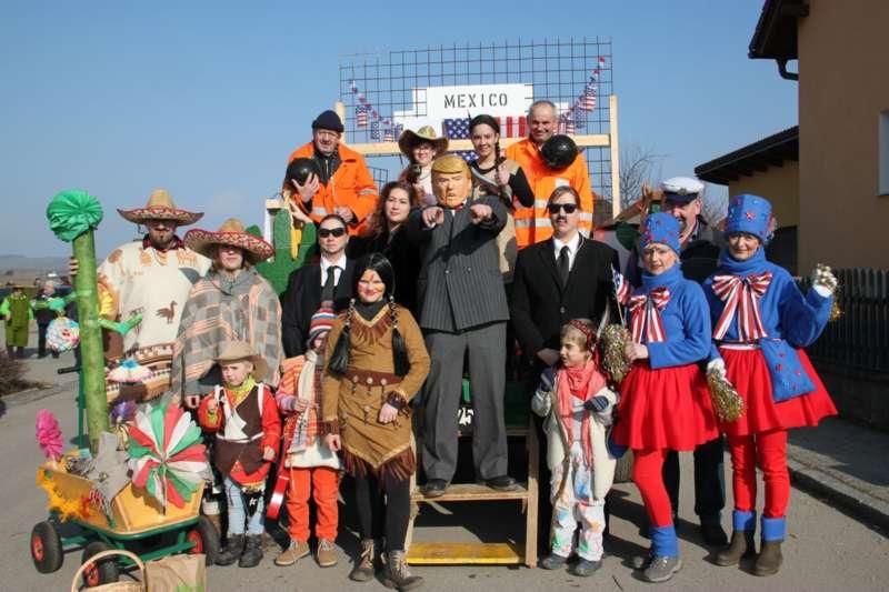 Mit Donald Trump und Dornröschen beim Faschingsumzug in Etsdorf - Bild 5